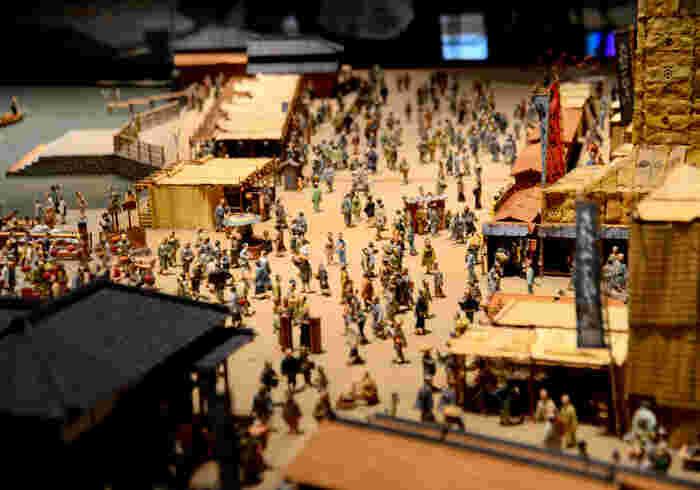 江戸の町並みや江戸城などもジオラマや模型で再現してあり、人の動きなども精巧に作られ思わず覗き込んでしまいます。