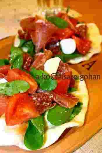 生地から作るピザもオーブントースターでラクラクです。フライパンを使うと柔らかく焼き上がりますが、トースターはカリッとした仕上がり。