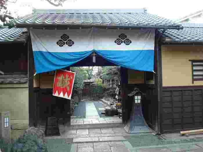 京都へ上洛した壬生浪士組(新撰組の前身)は、最初の屯所として新選組屯所跡・壬生郷士八木邸に駐在していました。