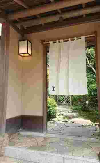 扇ヶ谷から北鎌倉へむかう途中に位置する、鎌倉駅からは若干歩きますが、わざわざ行く価値のある創作四川料理を頂くことができるのが、こちらの「イチリンハナレ」です。古民家を改装されており、佇まいも素敵です。