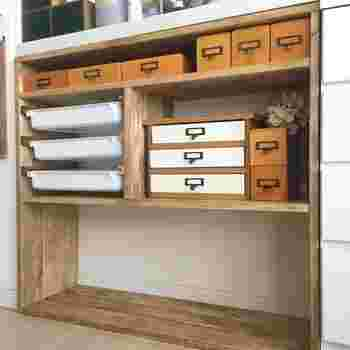 1×4材を連結させて作る収納棚です。 隙間にあったサイズになるよう連結させます。 中に棚を設けるので、連結はボンドでもOK。