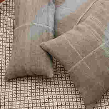 インド・カッチ地方で刈られた羊毛を手で紡ぎ、職人が丁寧に手織りした「シープクッション」。羊毛と天然染料が上手く調和した独特の色合いが魅力です。正方形と長方形の2サイズがあります。落ち着いた色味は空間にナチュラルに馴染んでくれそうですね。
