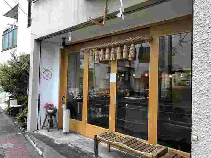 浅草浅草寺から徒歩10分ほどの場所にある「NOAKE TOKYO 浅草店」。出発点は小さな屋台から始めたそうで店名の「NOAKE」は外で楽しむ茶道の「野空」が元になっているそうです。