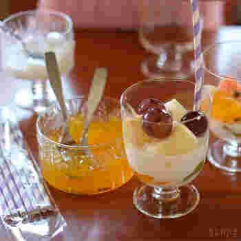 ドリンク用のグラスとしても使い勝手のいい「レンピ」ですが、実は「パフェグラス」としても人気なんです。上部のガラスが全体的に薄くなっていることで、中に入れた食材がどの位置にあっても綺麗に見え、パフェ専用のグラスかと思うくらい素敵に盛り付けられます。