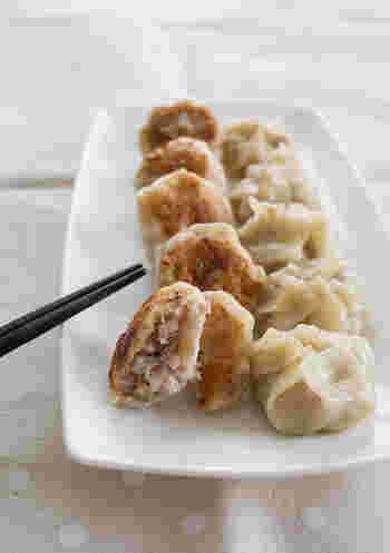 こちらはシャキシャキ食感が美味しい、れんこんと長ねぎの餃子。包み方も通常のものより簡単です。巾着のような仕上がりで見た目もキュート*