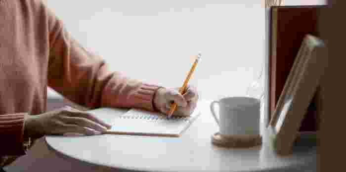 メモにリストに大活躍。暮らしにフィットする《小さな方眼ノート》活用術