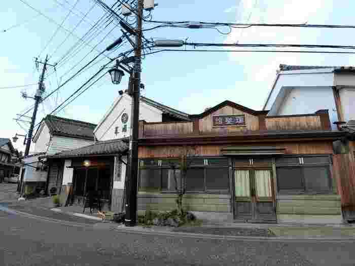 こちらの「市村理髪館」は、栃木県で最も古い理髪店。室町時代から続く名家・岡田家の敷地に明治4年(1871年)に開業したとされていて、県外からもお客さんが訪れる人気の理髪店だったそう。当時に想いを馳せて歩くのも楽しみのひとつではないでしょうか?
