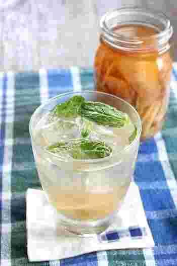 夏に旬を迎える新生姜。これを使ってシロップを作り置きしておけば、手軽にジンジャーエールを味わえます。夏バテの体にもじんわり効きそうですね!