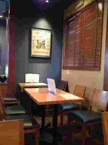 10席ほどとこぢんまりした店内。2015年には南青山店もオープンしました。