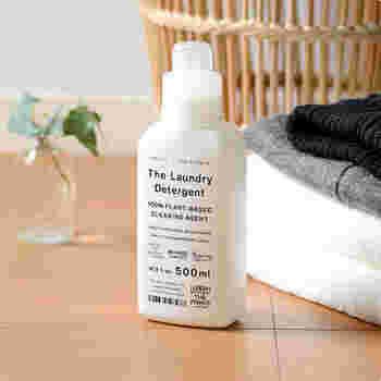 先ずは汚れを落す衣料用洗剤を用意しましょう。顔に触れるものだから、敏感肌の人は無添加の物や無香料、低刺激の洗剤がおすすめです。液体タイプなら、冷たい水にもスッと溶けます。