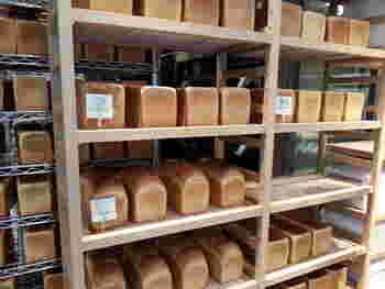 銀座・有楽町で大人気の行列ができる食パン専門店が、大人気のセントル ザ・ベーカリー。いつも行列ができています。こちらのセントル ザ・ベーカリーで取り扱う食パンは3種類のみ。