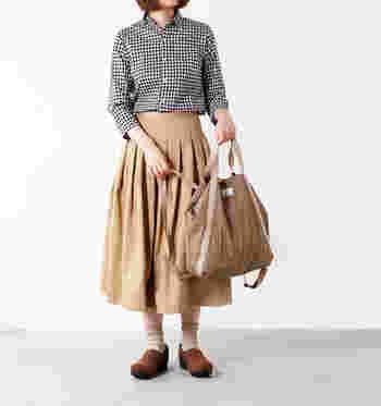 トートバッグとしても、リュックとしても使える2WAY仕様のバッグ。朝はトートバッグとして出発し、荷物が増えたらリュックのように背負うなど、臨機応変に対応してくれるバッグは、持っていても損はないはず!