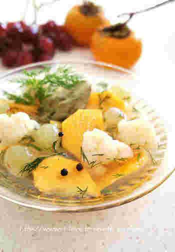 ピクルスに果物!?と意外なところですが、とってもさわやかな味を楽しむことができます。 カリフラワーのこりこりとした独特な食感も楽しくなりそうです。