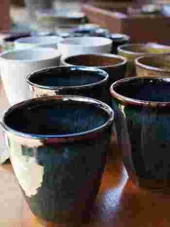 湯のみ、お茶碗、マグカップなどを約15分ほどで作ることができます。自分で一生懸命作った能古島焼は、きっと旅のいい思い出になってくれるはず。