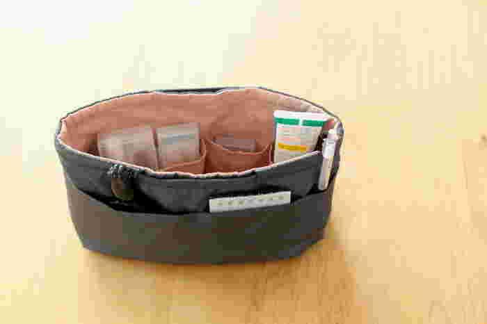 無印良品のバッグインバッグはもう10年以上前から使われているそう。それだけ長く使い続けられるのは、やっぱり使いやすいからですよね。ナイロン製のバッグインバッグは汚れてもささっと拭くことができて便利です。