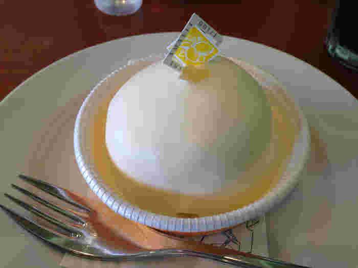 人気のスイーツは、「デリツィア リモーネ」。イタリア・アマルフィ地方を代表するレモンを使った銘菓。レモン風味の甘すぎないクリームをふわふわのスポンジでコーデイング。大人で上品な味わいです。