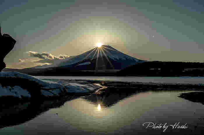 富士五湖は、それぞれに趣が異なり、違う角度からの富士山を眺められます。雄大な富士山と四季折々の自然に会いに行ってみませんか。