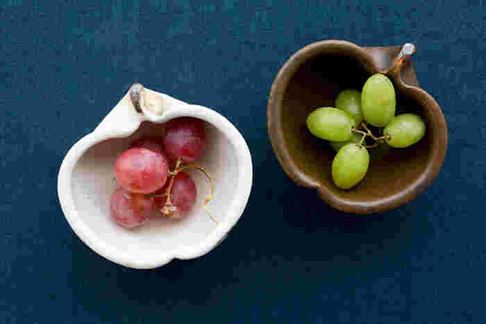 副菜やデザートを盛り付けた時の印象も大きく変わるので、「鉄散」と「錆釉」どちらも色違いで揃えておくとコーディネートの幅がぐっと広がりそうですね。ユニークで愛らしいデザインが目を引くりんご鉢は、独特の個性的な存在感も魅力のひとつ。テーブルコーディネートのアクセントに取り入れて、いつもとは一味違うおしゃれな食卓を演出してみませんか?