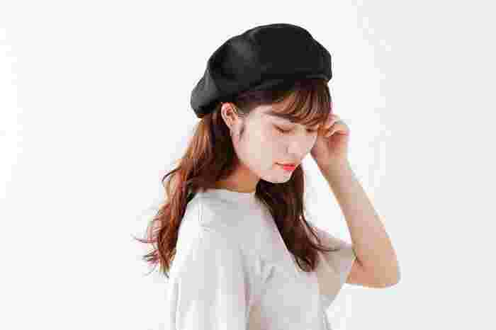 キナリノ読者にもファンの多い、フランスの老舗ブランド「ORCIVAL(オーシバル)」のベレー帽。ポリエステルをラフィアライクに仕上げた涼しげなデザインです。汚れが気になっても手洗いできるので、いつでも清潔感をキープできます◎。