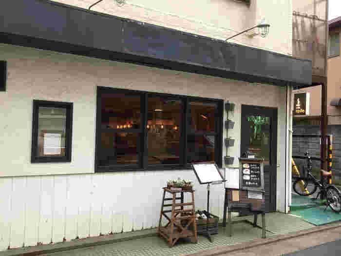 おしゃれな店内に、しっかりボリュームのあるランチが嬉しいカフェ。テーブル同士の感覚が広いので、ベビーカーでもゆったり過ごすことができます。駅から少し離れたところにあるので、地元の人が中心の穴場なお店です。