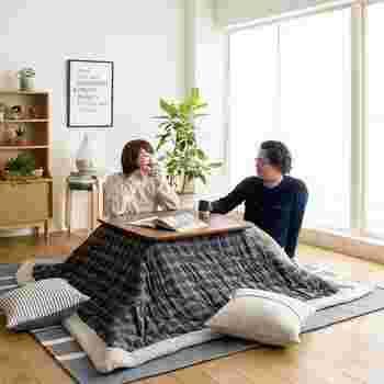1~2人暮らしでコンパクトにまとめたいなら、正方形のこたつもおすすめ。幅60~80cmくらいの物が揃っているので、お部屋の広さに合わせて選んでみましょう。