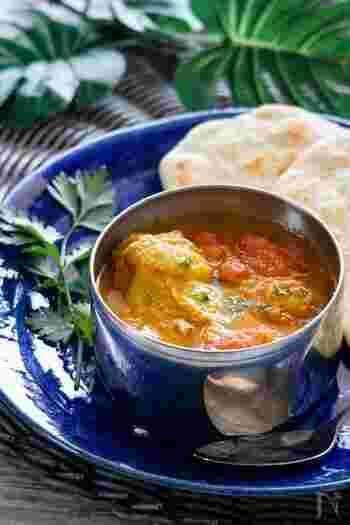 カレールーを使わない本格的なチキンカレーを炊飯器で。お肉も野菜もとろりと柔らかく煮上がります。仕上がりにお好みでバターを加えて。