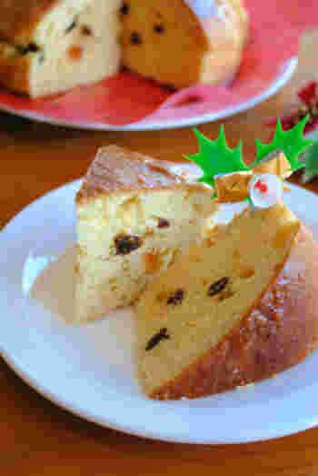 クリスマスに欠かせないイタリアのパン「パネトーネ」。干しブドウや砂糖漬けの果皮、アーモンドなどが入ったドーム型のパン菓子。パンのように発酵させるのが特徴で、クリスマスに食べる習慣があります。