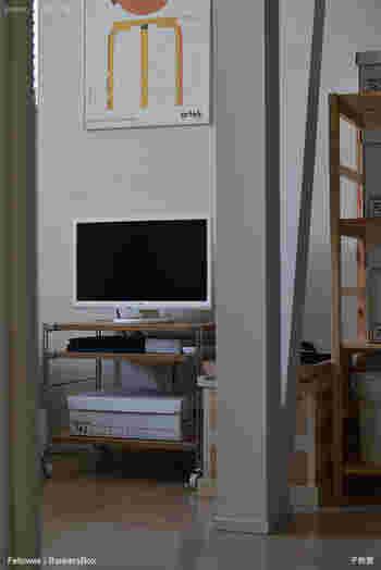 組み合わせ次第では、パソコンデスクや小さなテレビ台にちょうどよいサイズにもなります。 下段には、テレビやパソコンと一緒に使うAV機器やプリンターなどをまとめて設置しても使い勝手がよさそうですね。