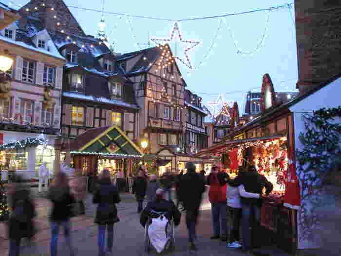 フランスのクリスマスマーケットといえばパリを思い浮かべる方も多いでしょうが、フランスにくるならメルヘンな空間がたまらない「コルマール」のクリスマスマーケットへ出かけてみてはいかがですか?