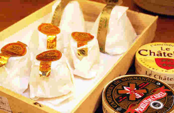 チーズだけでなく、ドライフルーツやコンフィチュール、スパイスなど持ち帰りやすい食材も豊富。どれをお土産にしようか迷ってしまいますね。