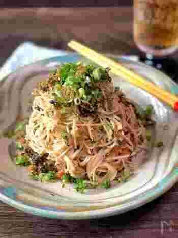 ピリ辛味がおいしいチャンプルーは、たらこと辛子高菜という、おにぎりの具材としても人気の食材を使って作るので、食材が余っても翌日のおにぎりに使えて便利です。