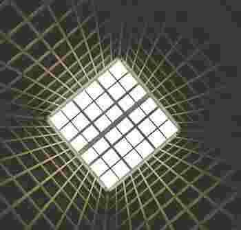 97年に公開された「キューブ」は、これまでにないサイエンスホラーで、ミステリアスさが恐怖を増幅させる映画となっています。「キューブ2」「キューブゼロ」とシリーズ化され、根強いファンに指示されています。