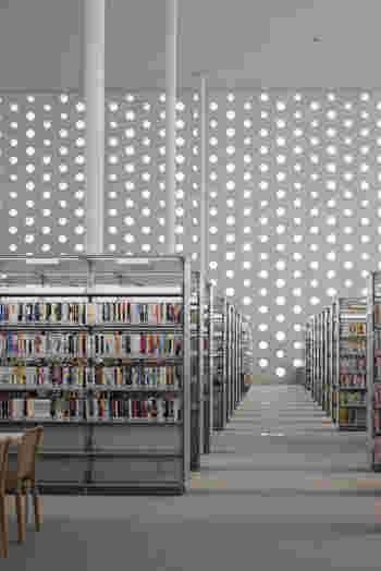 2階にはインターネット席があり、3階には学習席があるため、勉強するのにもぴったりな場所です。こんなに素敵な図書館なら勉強も捗りそう。