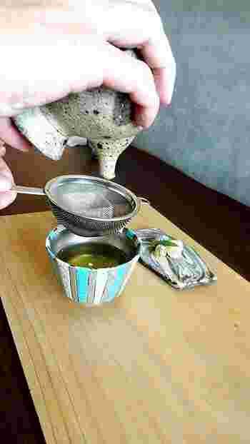そんな和の器に寄り添うカフェでは、日本茶もまた、一杯一杯丁寧に心をこめて淹れていただけます。