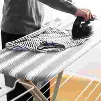 袖やタックなどは、アイロン台をかませて立体的な仕上がりにすることが出来ます。アイロン台を使うことで、後ろ身頃のかけジワも気にならなくなりますよ。