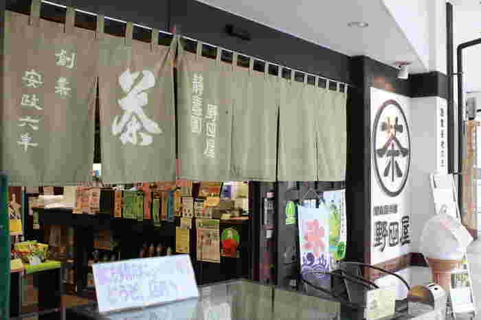 創業から150年以上の歴史を誇る老舗の日本茶専門店。店内のカフェスペースでは専門店ならではの上質なお茶を使ったスイーツの数々をいただけます。