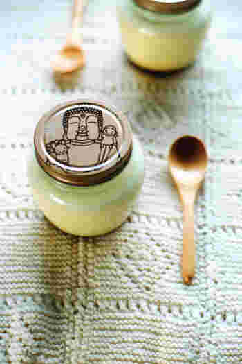 どこか懐かしい味のする『まほろば大仏プリン』は、大・小の2種類。大きいサイズは、牛乳・生クリーム・鶏卵・砂糖・香料だけで作られたシンプルな味わい。お値段は864円!賞味期限は購入日を含めて3日間です。
