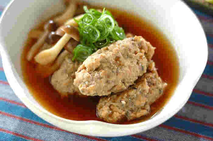 そのままだと食べにくいイワシも、すりつぶしてフワフワなつみれにして食べるとお子さんも喜ぶお料理に。しょうゆベースのスープで煮込んでやさしい味です。