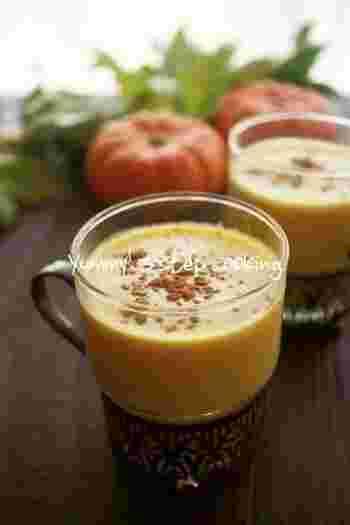 【温かいスイーツカクテル、ホットラムパンプキン】  カボチャをレンジで加熱してミキサーで撹拌するだけなので簡単!美味しくってビタミンも一緒に摂ることができる一石二鳥のカクテルです。