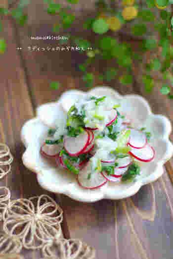 食卓の箸休めにぴったりな、「ラディッシュ(二十日大根)のみぞれ和え」。ラディッシュも大根おろしも同じような味わいなので、相性が良いことは間違いなしですね。  使う調味料は、白だし・オリーブオイル・塩だけ。今晩の食卓のもう一品に、さっそくいかがでしょう*