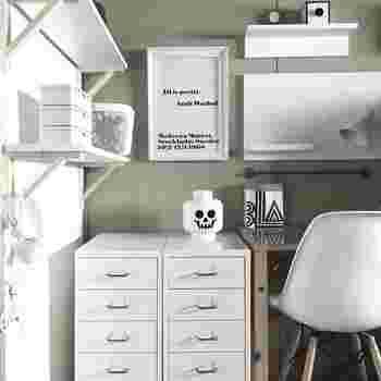 こちらは娘さんのお部屋。無造作にかけられたヘッドフォンまで白くて、隅々まで気を配っているのを感じますね。