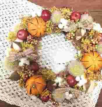 リンゴに、ベリー、オータムポンポン。秋の実りいっぱいです。