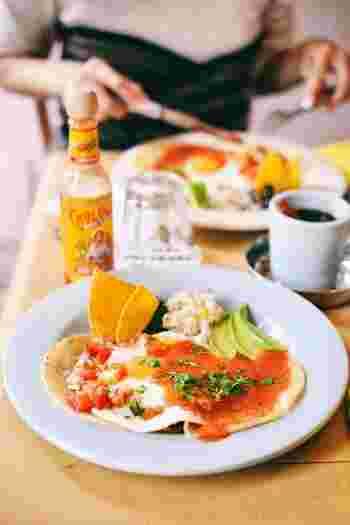 この日のメニューは、メキシコの朝食。テーマで変わるメニューのほか、レギュラーメニューとしてイギリスの朝食、台湾の朝食などが用意されています。明るい店内の雰囲気に、元気いっぱいのエネルギーをチャージできるお店です。