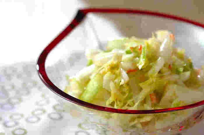 白菜は軸と葉で切り方を変えるのがポイント。干し桜エビが旨味をプラスします。