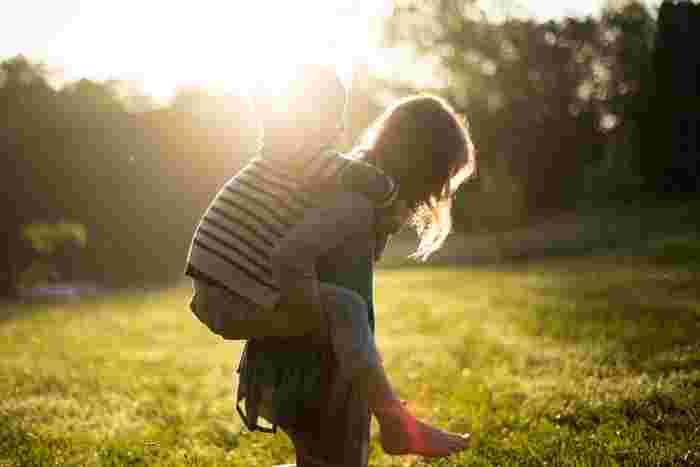 「え?1人でできたの?」という、子供の成長に気づける瞬間は、かけがえのない幸せの瞬間でもあります。意識的になることで、もっとそんな瞬間に立ち会えるのではないでしょうか。  そこで今回は「子どもの成長を感じるためにはどのようにコミュニケーションを取ったらいいのか」ということに着目。その方法を、「家族みんなでしてあげたいこと」「わが子が幼少期の時/小学生の時」とにわけて、ご提案していきます。