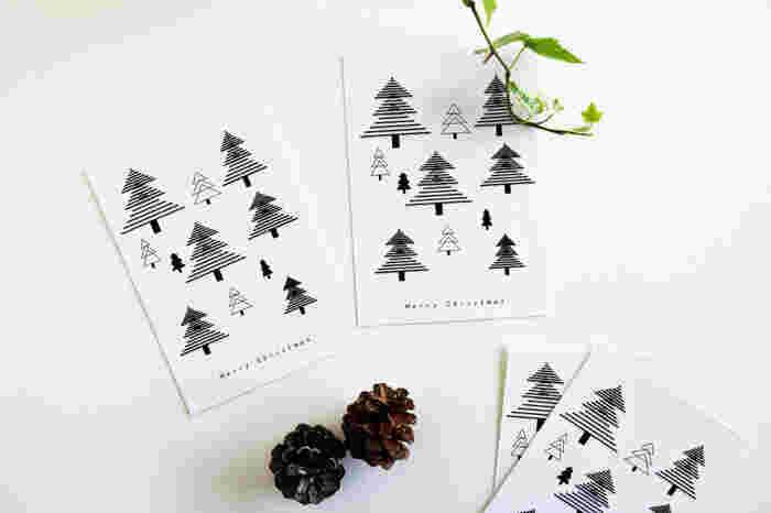 ワードで三角をつなげて描いたクリスマスツリー。 モノクロで出力したら、こんなにグラフィカルでオシャレなポストカードになりました。