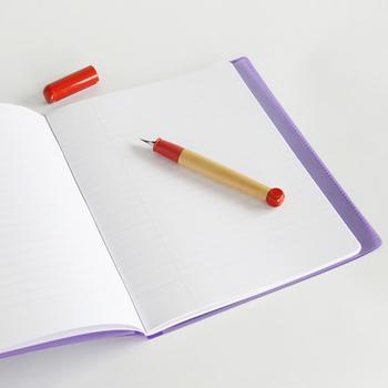 お気に入りのノートに目標をリスト形式で書き込んで、達成したらチェックを入れていきましょう。 チェック印の代わりに、かわいいシールを貼っていくのもおすすめですよ!
