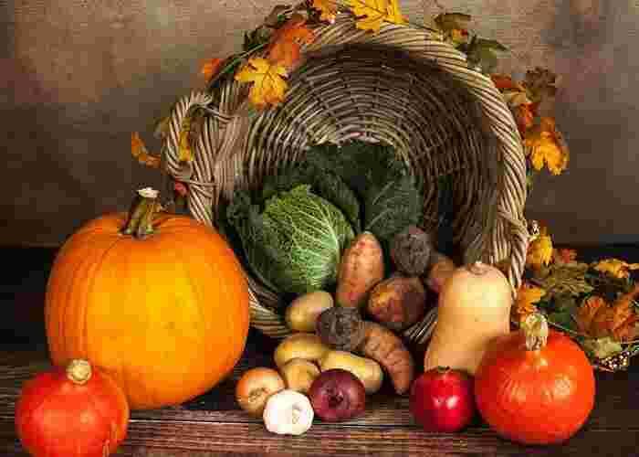 じゃがいもやさつまいも、かぼちゃなど、ほっくりと甘みのある秋冬野菜はチーズフォンデュにおすすめ。そのほか、にんじんやれんこんなどの根菜、ズッキーニやパプリカなどもよく合います。