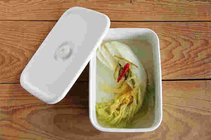 深型のLサイズは大きめなお漬物の保存に対応できる容量があります。白菜のお漬物もすっぽり入る。大人数のパーティー料理の作り置きにも。