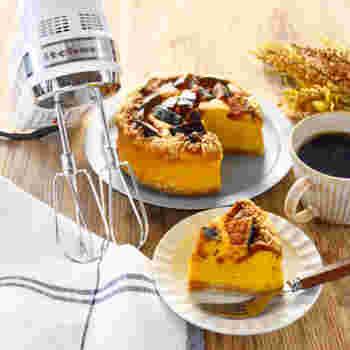 かぼちゃの素朴な甘みは、さわやかなチーズケーキにピッタリ。一口大にカットしたかぼちゃと砕いたビスケットをトッピングして焼けば、食感も楽しめるおいしいチーズケーキの完成です。